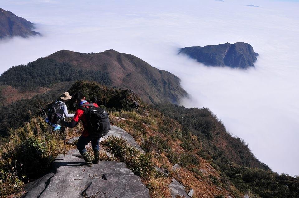 Con đường đi lên đỉnh Putaleng rất nguy hiểm