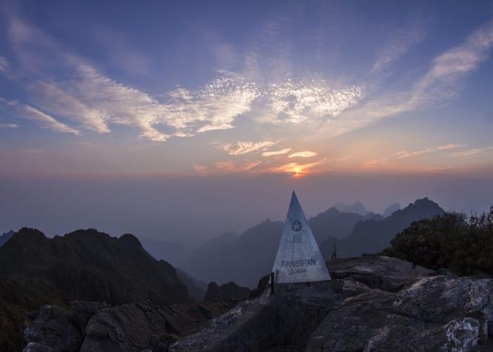 Kinh nghiệm leo núi Fansipan 2020: đường đi, mất bao lâu, chuẩn bị gì…?