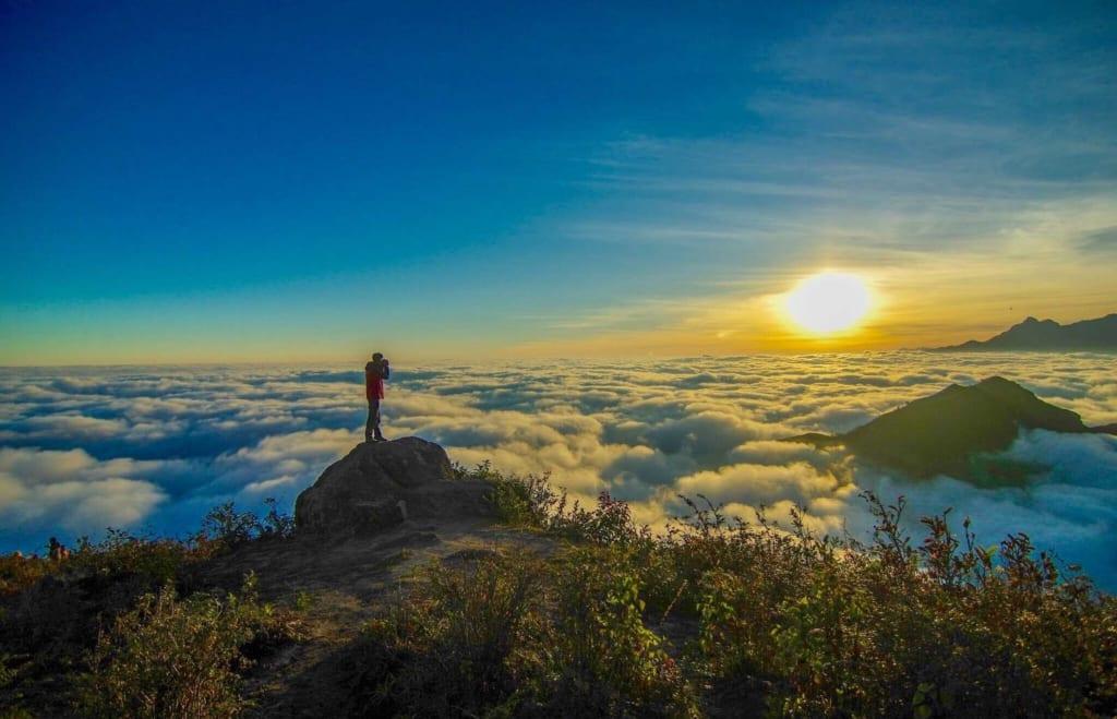 săn mây trên đỉnh núi Bạch Mộc Lương Tử