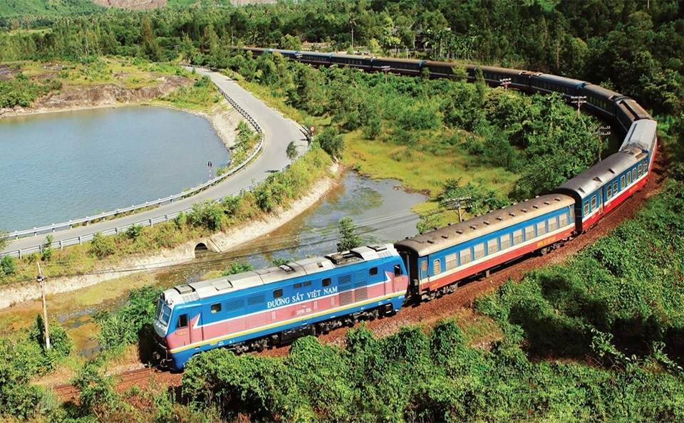 Tàu hỏa di chuyển từ Hà Nội đến Sapa