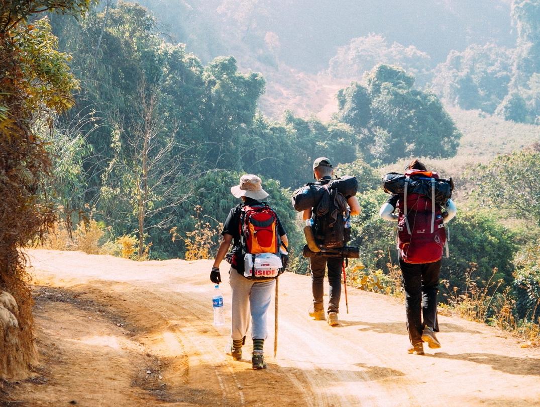 Hiking di chuyển chủ yếu bằng đường mòn