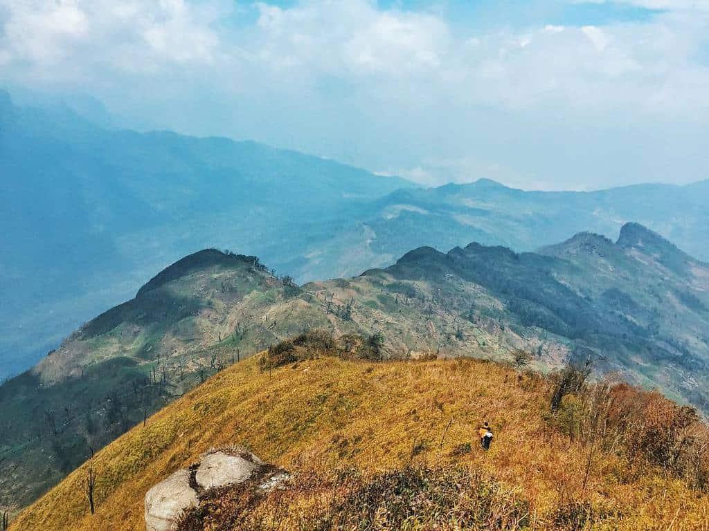 Đường leo núi không quá dốc, di chuyển dễ dàng