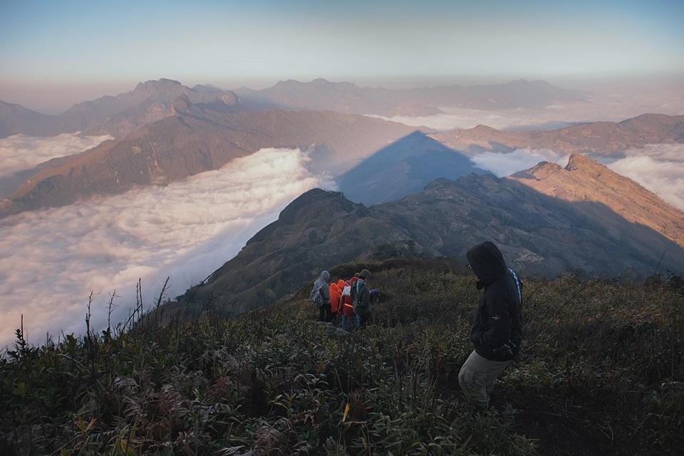Đường xuống phía dưới núi Lảo Thẩn tuyệt đẹp