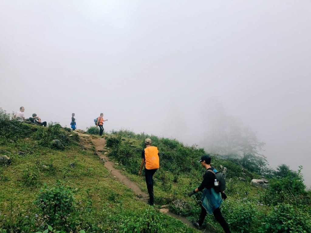 Đoạn đường mòn khi leo núi
