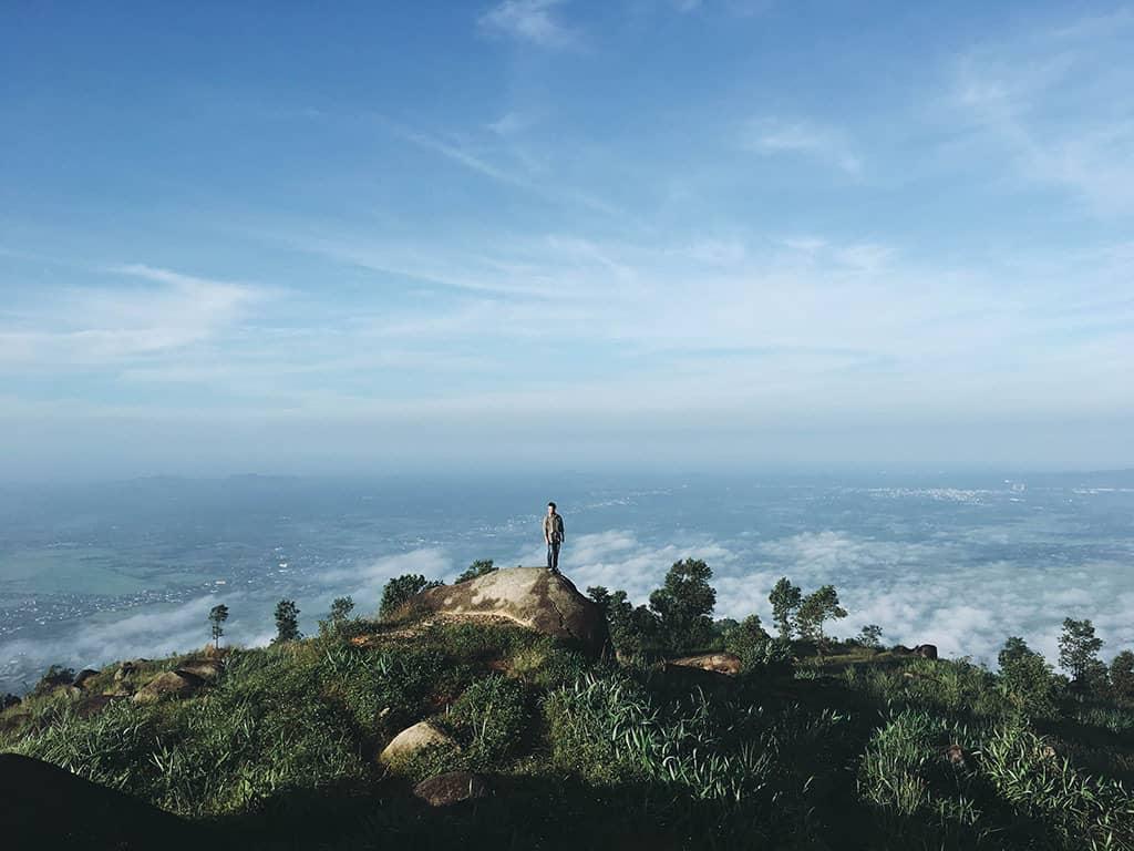 View nhìn bao quát từ trên đỉnh núi