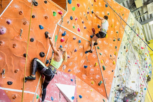 REVIEW 10 điểm leo núi trong nhà Hà Nội được yêu thích nhất