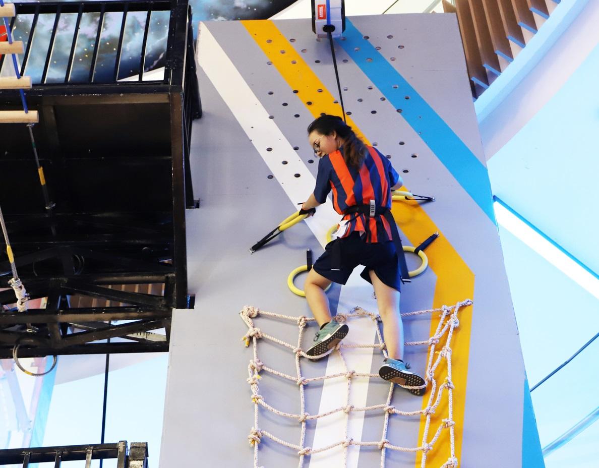 Rất nhiều những thử thách khó khăn khi leo núi ở Jump Arena