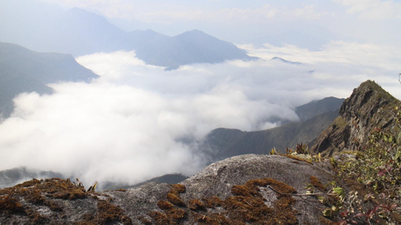 Săn mây trên đỉnh núi Nhìu Cồ San