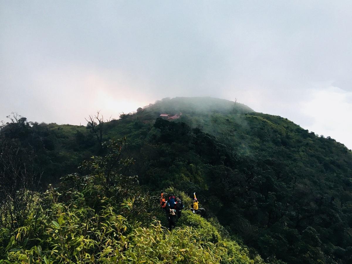Nhìu Cồ San đứng ở vị trí thứ 8 trong top 10 đỉnh núi cao nhất Việt Nam