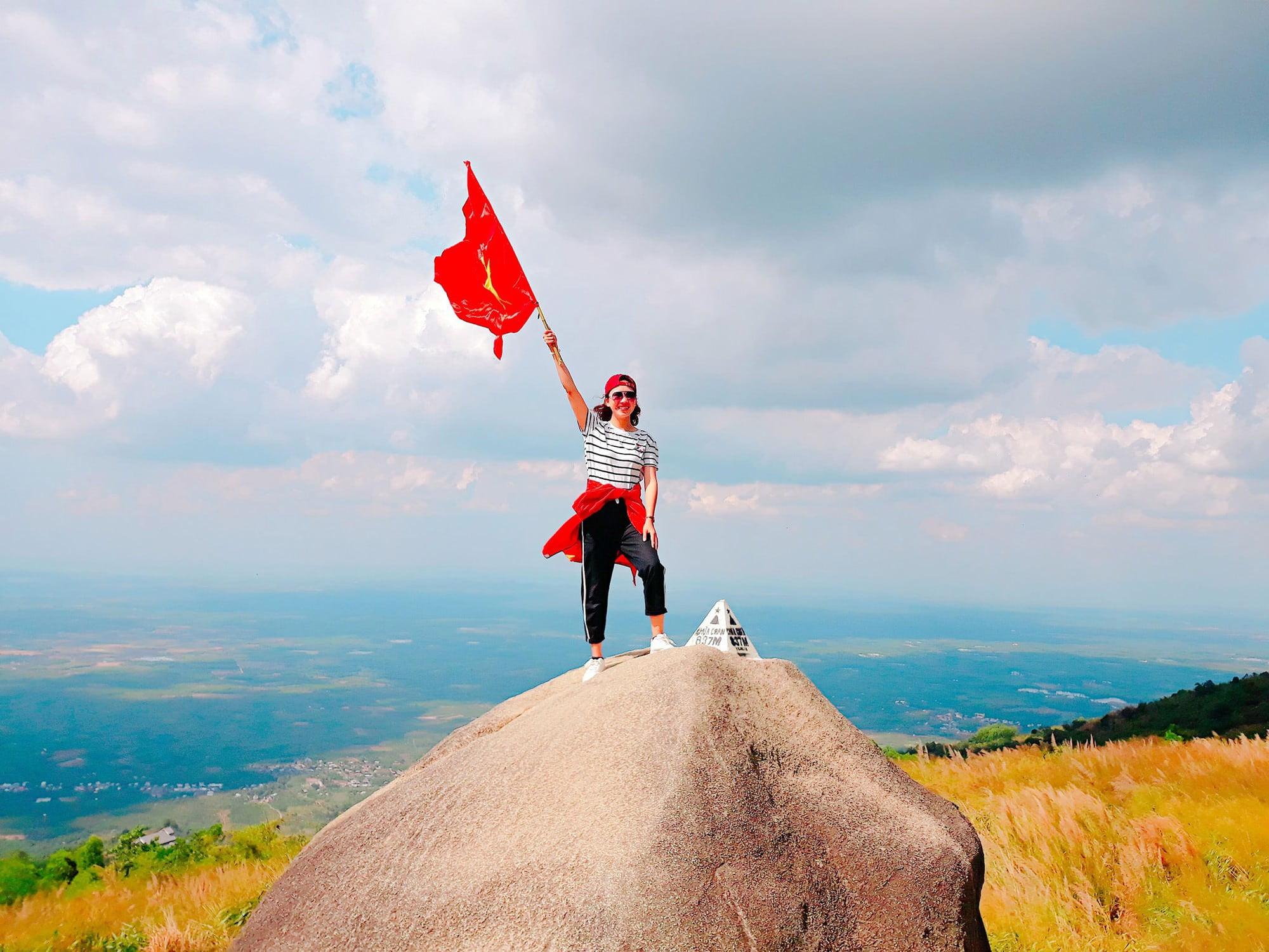 Chinh phục đỉnh núi Chứa Chan