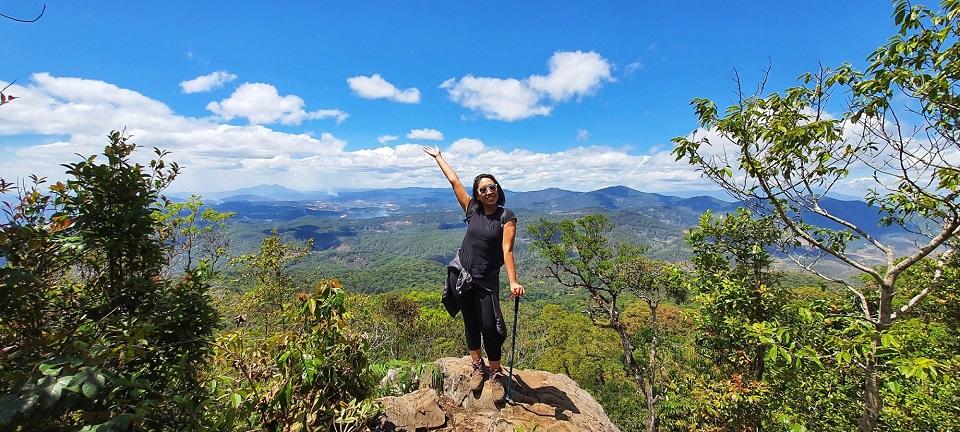 Mỏm đá trên đỉnh núi Bidoup