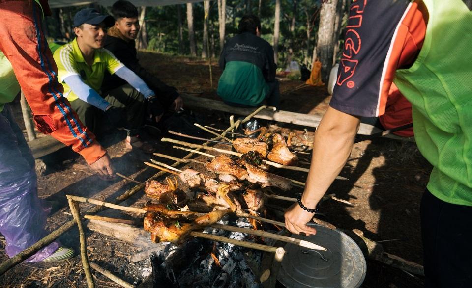 Tổ chức nướng thịt khi đi cắm trại