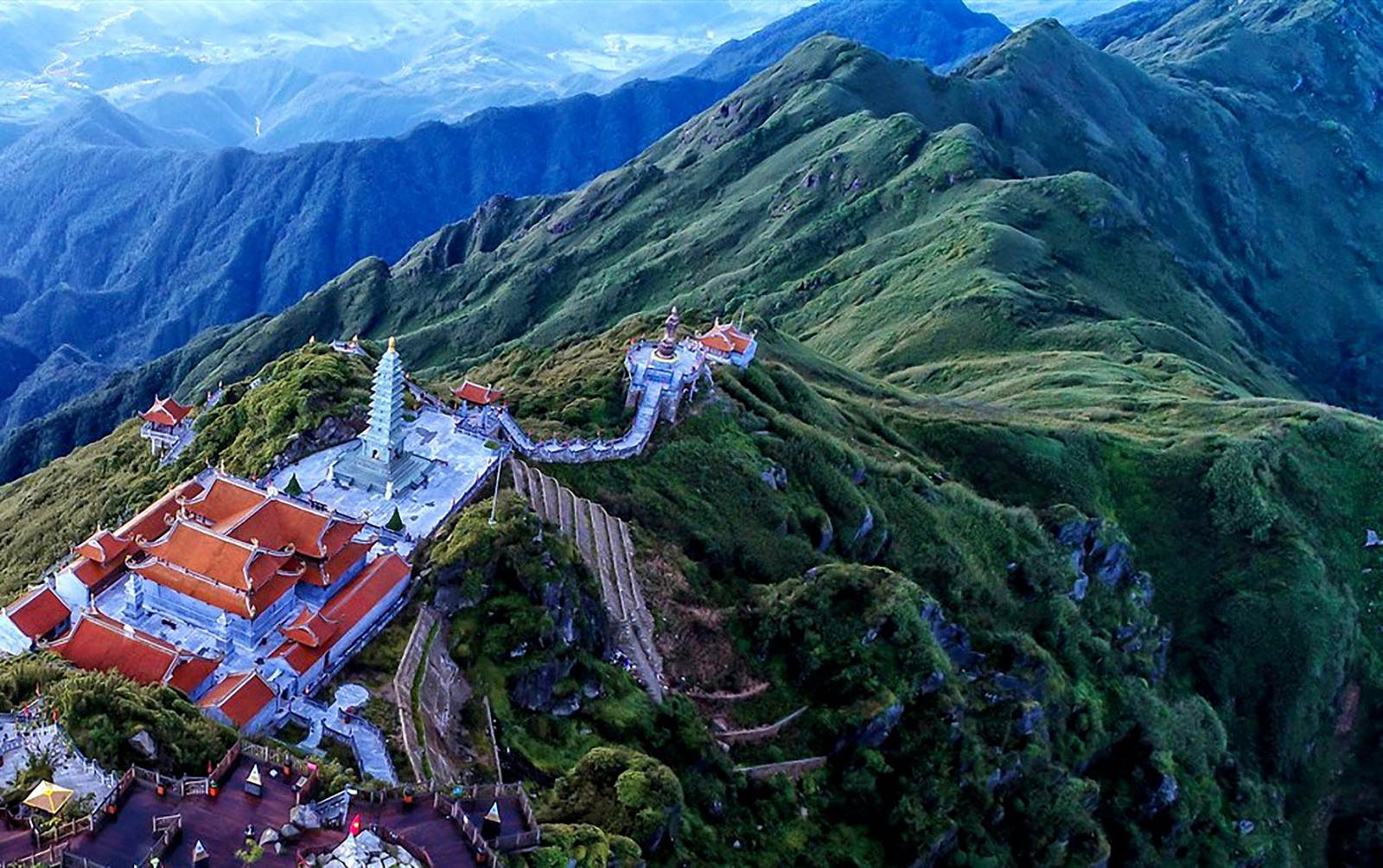 Toàn cảnh đỉnh Fansipan từ trên cao