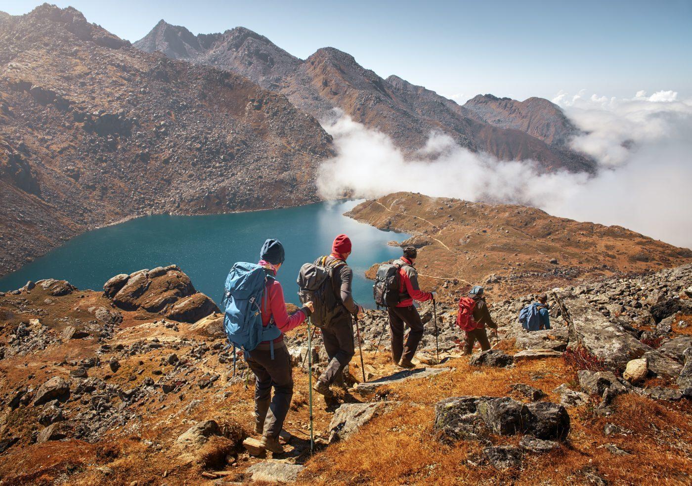 Để chinh phục đỉnh núi bạn sẽ phải di chuyển ở nhiều địa hình khác nhau