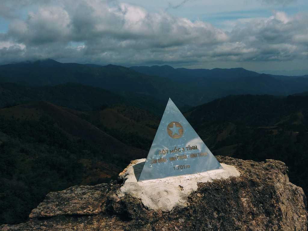 Cột mốc 3 tỉnh ở núi Tà Năng