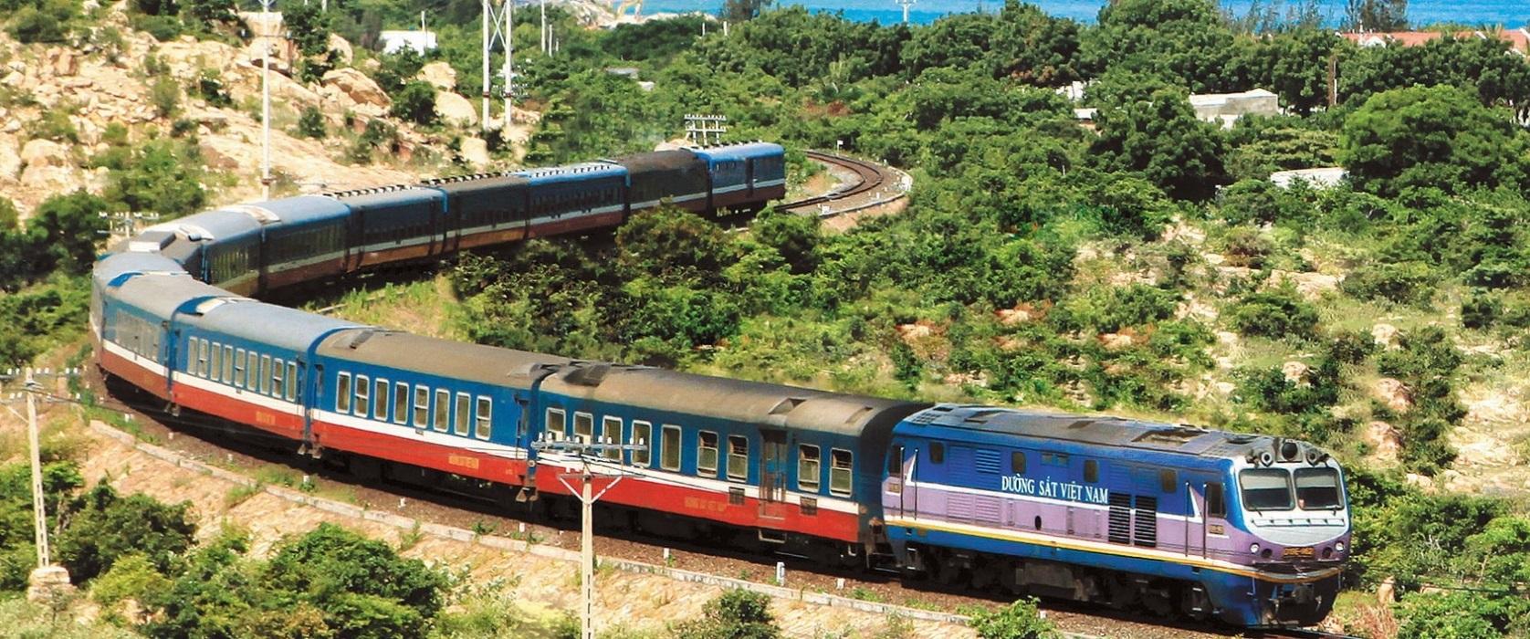 Di chuyển bằng tàu hỏa đến Lào Cai