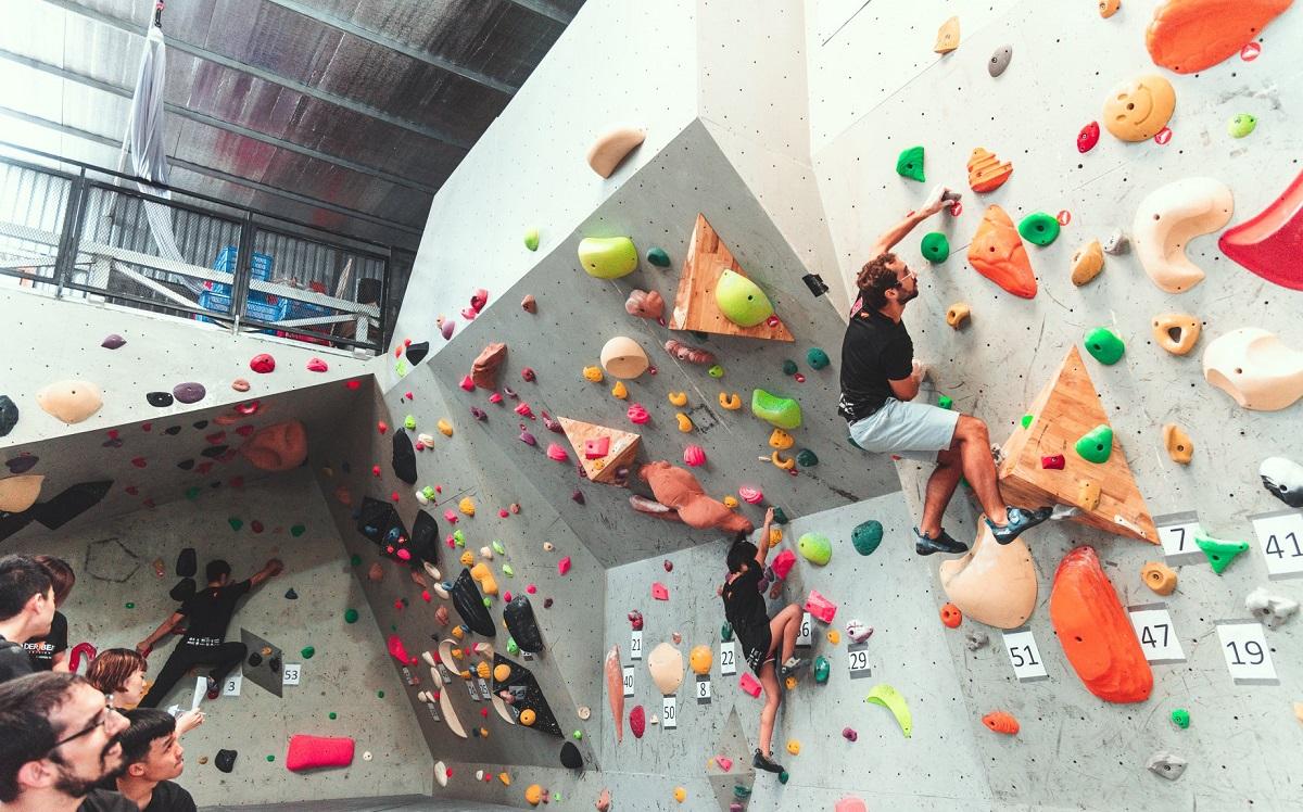 Ở Vertical Academy còn thường xuyên có những cuộc thi leo núi