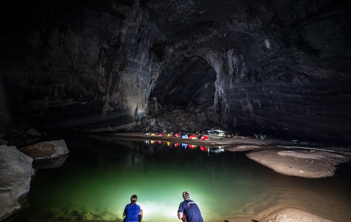 Khung cảnh ở bên trong hang động