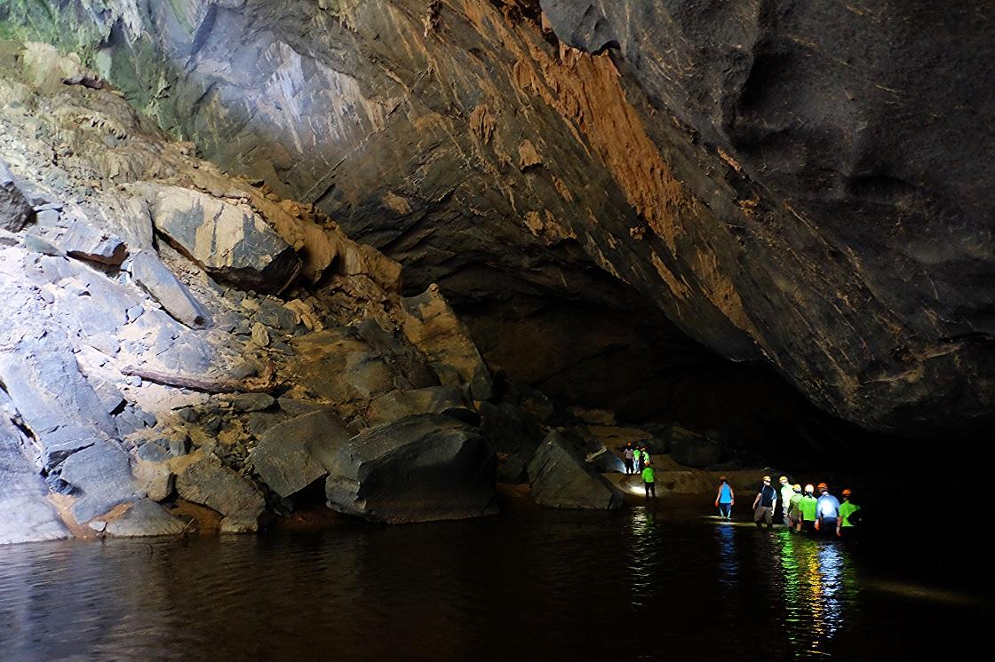 Bạn sẽ phải lội nước hoặc bơi lội trong hang