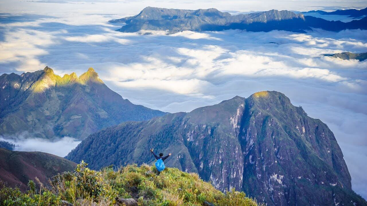 Biển mây trên đinh núi Bạch Mộc Lương Tử