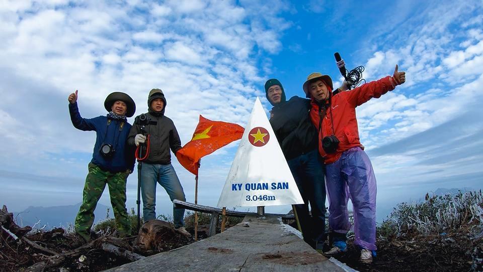 Cột mốc đỉnh Bạch Mộc Lương Tử