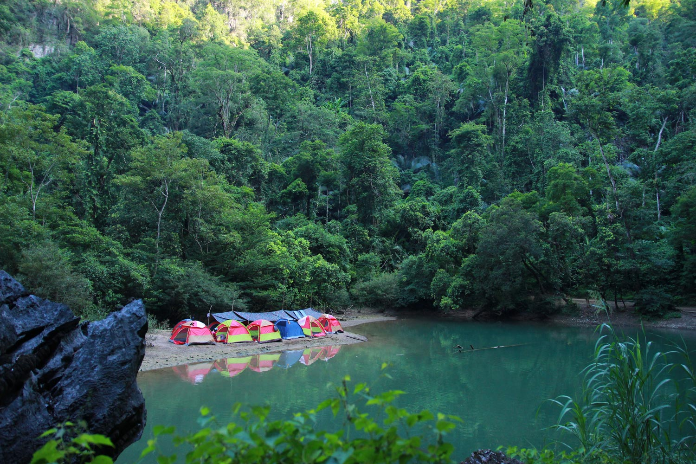 Khu cắm trại này được dựng ở bên thác nước