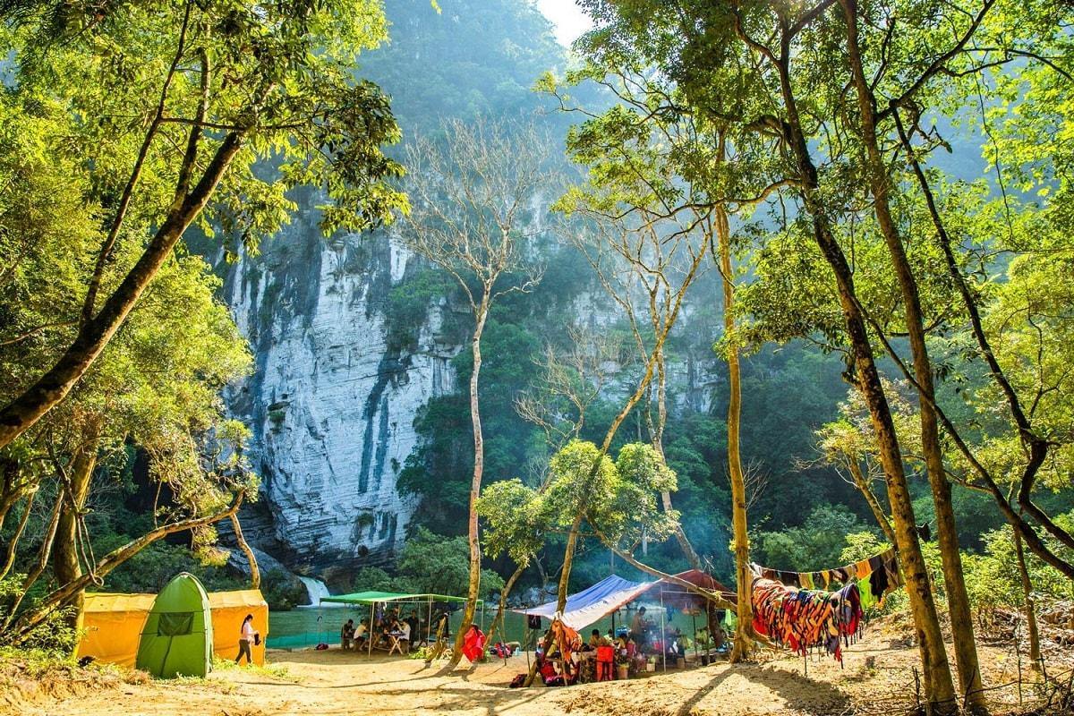Dựng lều cắm trại ở ngoài trời