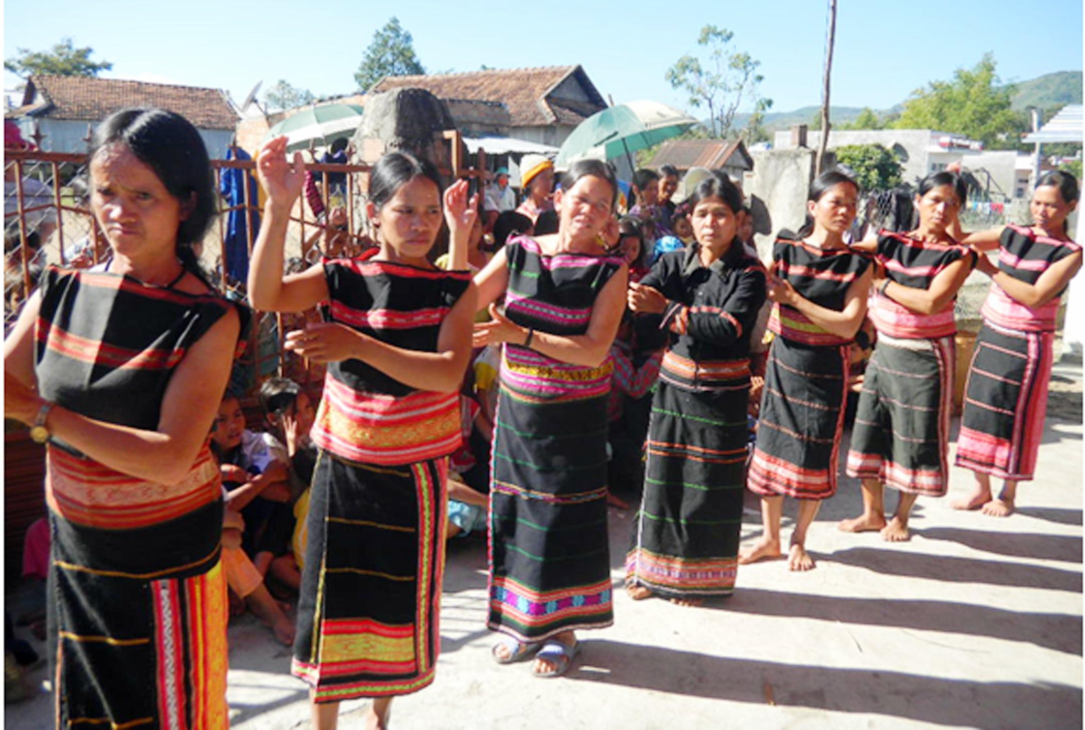 người dân tộc Bana sống ở trong rừng Kon Chư Răng