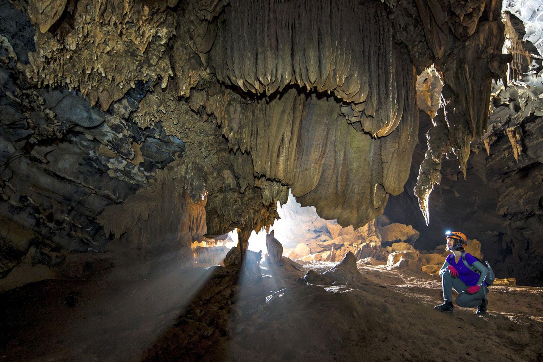 Bên trong hang động có rất nhiều những thạch nhũ