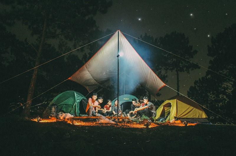 Cắm trại qua đêm là một trải nghiệm vô cùng thú vị