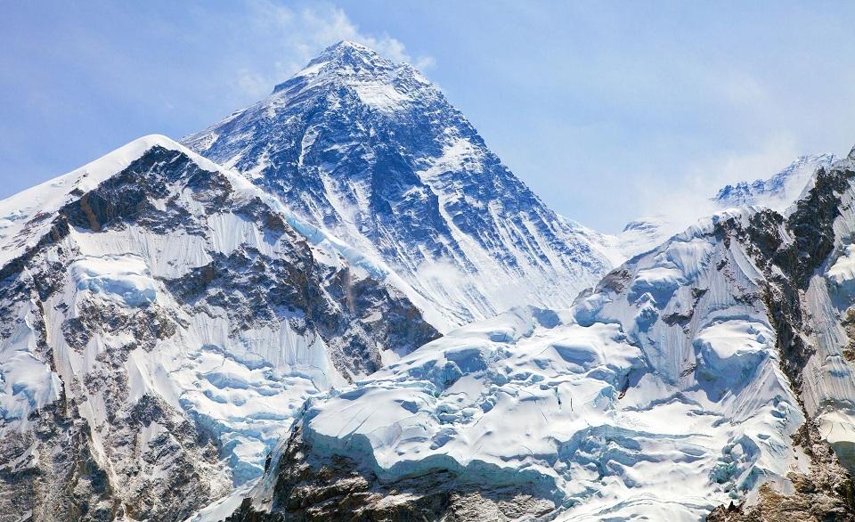 Đỉnh núi cao nhất thế giới là Everest
