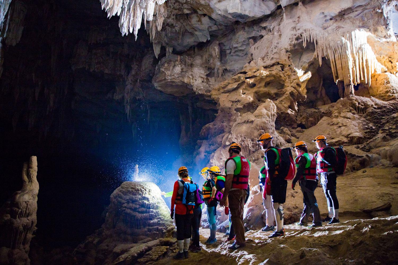 Những người đi khám phá hang động sẽ được trang bị đầy đủ trang thiết bị