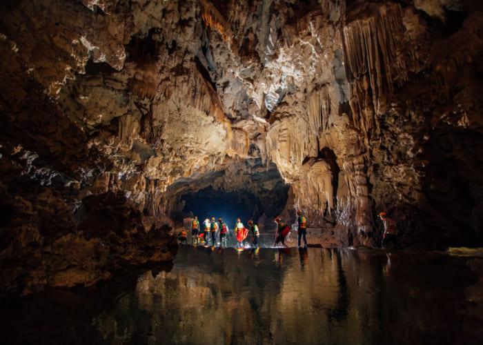 Kinh nghiệm khám phá hang Tú Làn Quảng Bình 3N2Đ siêu chi tiết